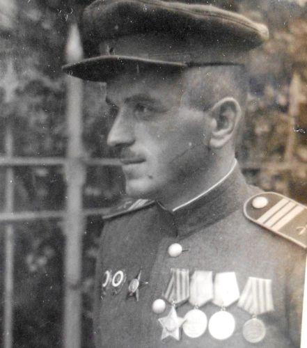 Безымянный портрет «подписан», ищем родных солдата