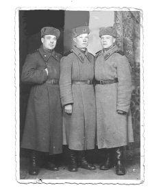 Сорокин Петр Васильевич (в середине)