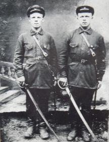 Григорьев Антон Ефимович (слева)