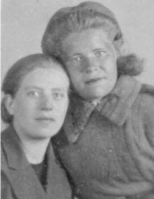 Гусева Мария Николаевна (справа )и  Емельянова Клавдия Николаевна