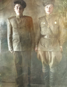 Бельский Николай Семенович ( Справа)