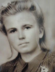 Семёнова (девичья фамилия Макарова) Александра Антоновна
