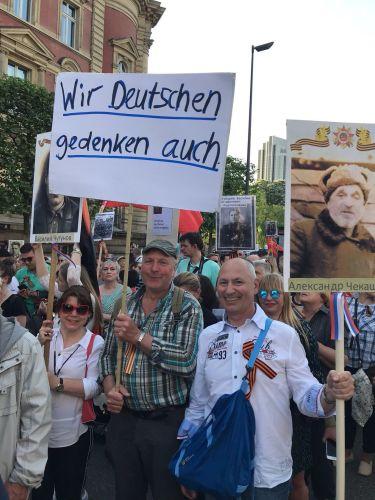 В Гамбурге шли бок о бок русские и немцы.  Бессмертный полк за рубежом 2018 г.