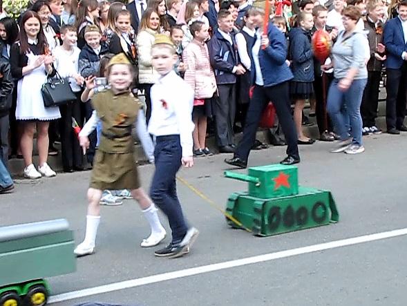 Дети в строю Бессмертного полка.