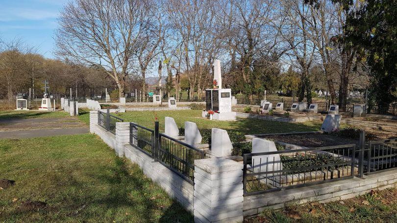 Как мои солдаты тут одни лежат?  Алиса Сабадош ищет родственников солдат, похороненных в Венгрии