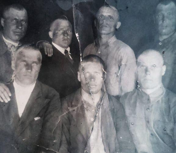 Никто из семерых на фото с войны не вернулся. Поможем сохранить о них память?