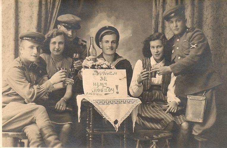 Наши деды вместе встречали Победу: отзовитесь!