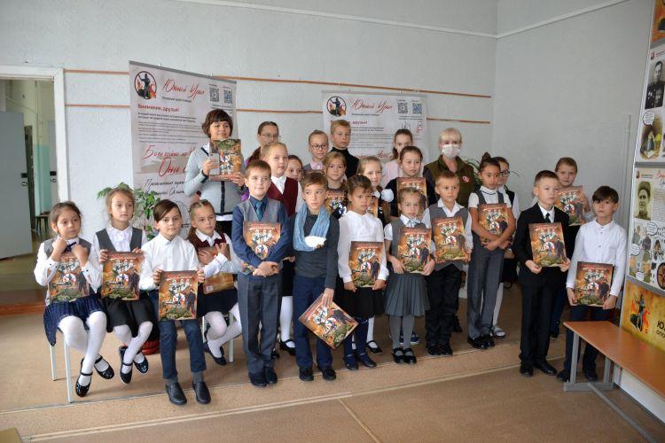 Уникальная книга о героях-южноуральцах поступила в школы и библиотеки Челябинской области