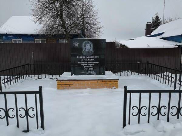 Памятник подпольщице отреставрировали в Брянской области