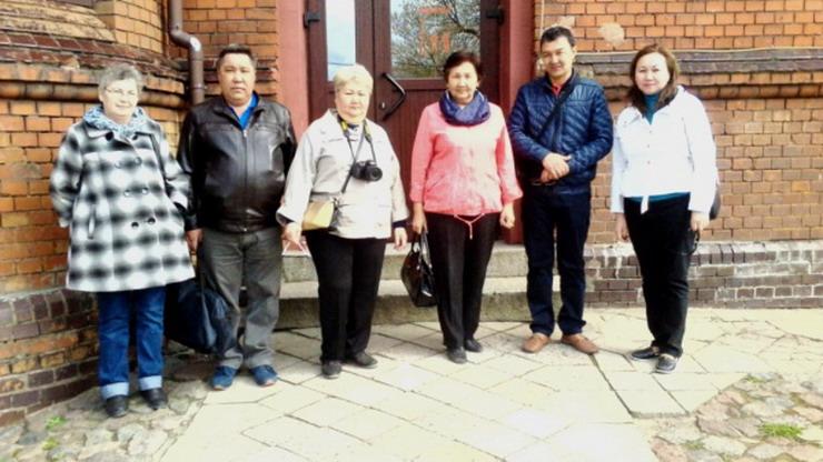 Потомки героя из Казахстана, увековеченного на братской могиле по улице Юрия Смирнова, посетили Гусев