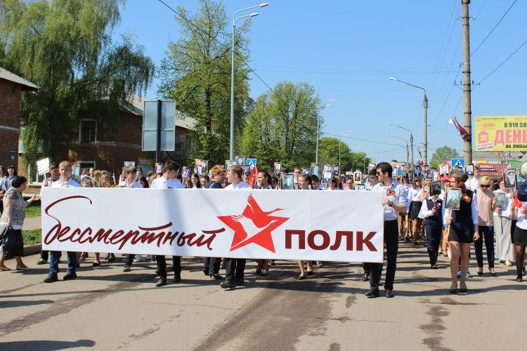 Более 5 тысяч Дончан встали в Бессмертный полк
