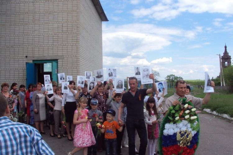 Шествие полка в селе Тюковка