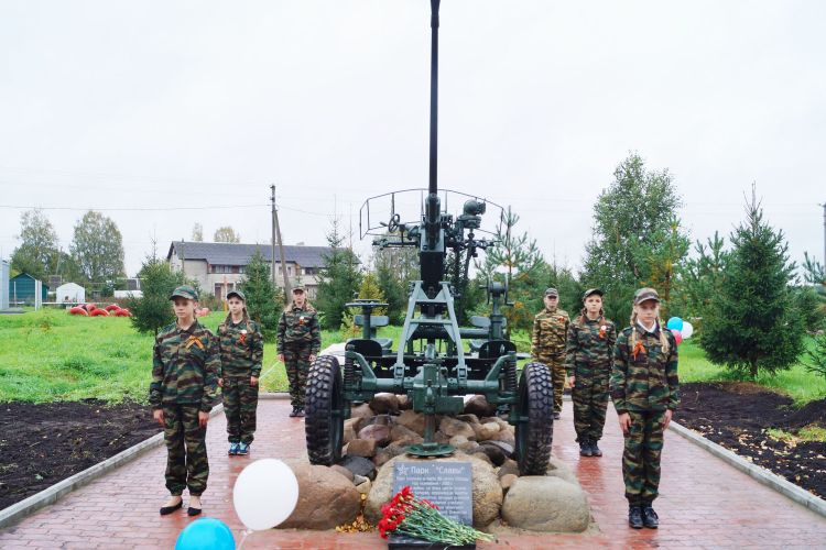 В парке «Славы» установлен памятник зенитчикам
