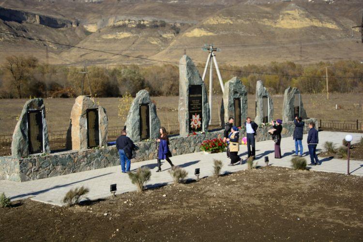 В селе Кёнделен Эльбрусского района Кабардино-Балкарии открыли мемориальный комплекс в память о героях, павших в годы Великой Отечественной войны,  ушедших из жизни уже в мирное время. Семь мемориальных камней, на которых высечены имена 208 участников вой