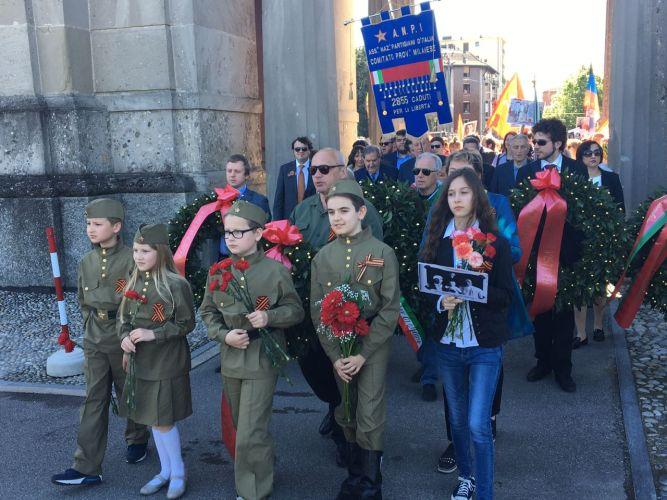 Фотоотчёт о проведении акции Бессмертного полка в Милане.
