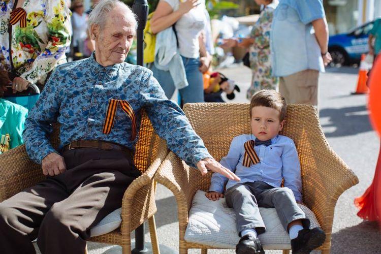 Представители четырёх поколений и разных национальностей отпраздновали День Победы в Марбелье