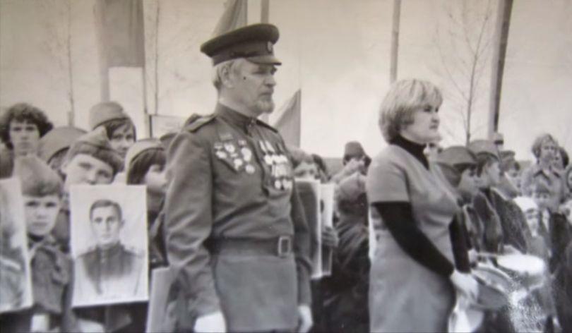 Как в Новосибирске еще в 1965 году пронесли портреты солдат