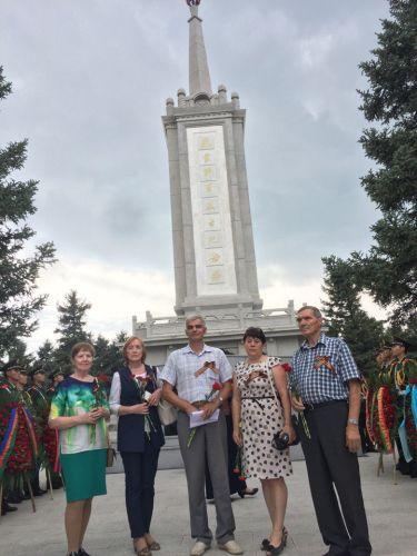 Родные героев, погибших за освобождение Китая, впервые побывали на их могиле