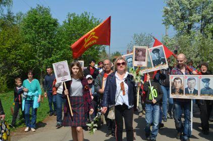 2019 г. 9 мая, Звягино, шествие БЕССМЕРТНОГО ПОЛКА по улицам. Московская область.