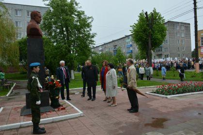 возложение цветов к памятнику К.Рокоссовского