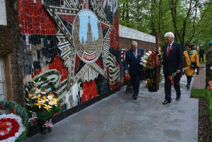 возложение венков и цветов к мемориалу