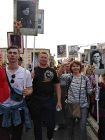 семья Шубиных 9 мая 2019 года на шествии Бессмертного полка в Москве