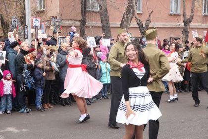 пока ждем шествия танцуем вальс Победы!