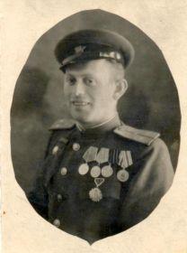 Фляш Михаил Ерихонович. Фотография с военными наградам, сделанная уже после войны.