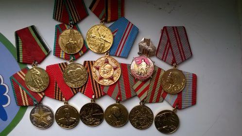 Медали в ознаменование годовщин победы и медаль за 15 лет безупречной службы