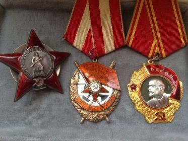Орден Красной Звезды, орден Ленина.