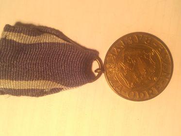"Польская медаль «За Одру, Ниссу, Балтик» (Medal Za Odre, Nyse i Baltyk)""ZA-ODRE-NYSE-BALTYK RP ZWYCIEZCOM 111 – 1945 – 1V – 1945»"