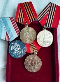 """Награждена медалью """"Ветеран труда""""-за долголетний добросовестный труд от имени Президиума Верховного Совета СССР"""