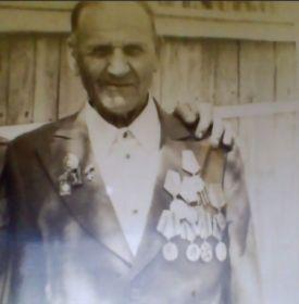 за Прагу,за Варшаву,за Берлин,за Победу,за отвагу.Орден Отечественной войны.