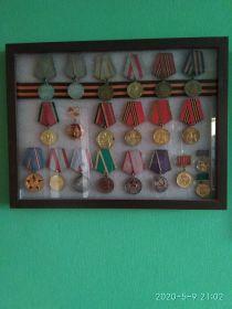 За Боевые заслуги- две медали. За оборону Сталинграда. За освобождение Варшавы. За взятие Берлина. За победу над Германией