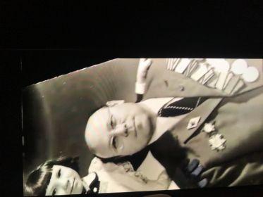 2 гвардейских знака, медаль за отвагу, за оборону Москвы,Севастополя,Ленинграда,Сталинграда,Кёнигсберга, Орден Красной Звезди и тд