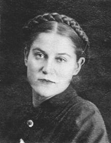 Елена Вячеславовна Илларионова - двоюродная сестра.