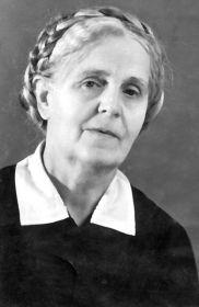 Илларионова Надежда Митрофановна - тётя.