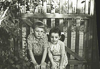 Внуки Игорь и Юля.
