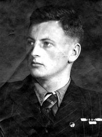 Сын Юрий Александрович.