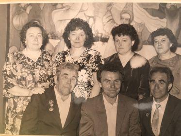 Дедушка со своими родными сёстрами и братьями