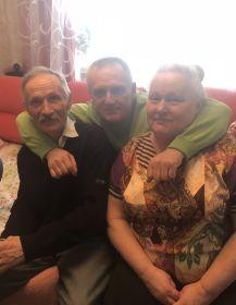 родная сестра Лидия Николаевна Гребнова (Аксенова) с мужем и сыном