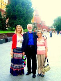 Москва, у Вечного огня. Муж - Виктор Александрович, дочь - Ирина Викторовна.