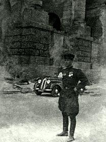 У здания Рейхстага, май 1945 г.
