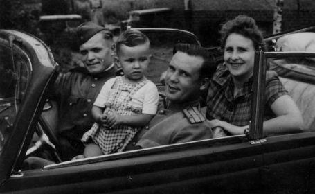 С сыном, 1947 г.