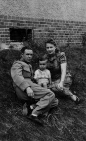 С сыном 1947 г.