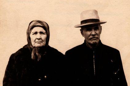 Родители Михаила Феоктистовича - Феоктист Савельевич и Василиса Мироновна Текучёвы. Приблизительно 1960 год.