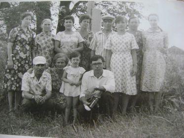 Александ Трафимович среди родных и близких (дети, внуки, двоюродные братья, сёстры и невестка)