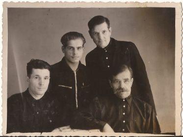 Дед со своими братьями.