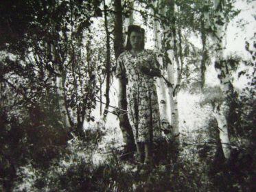 Августа Александровна (1928-2011г.г.) в березнике. Проживая в Нововятске, она очень скучала по этим берёзкам