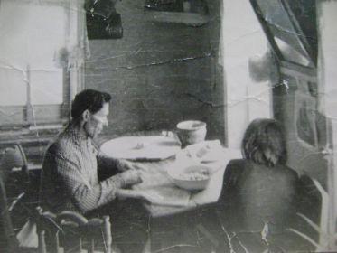 С дочкой Ниной в своём доме